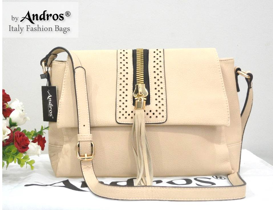 AB7003 IDR.230.000 MATERIAL PU SIZE L35XH19XW10CM WEIGHT 700GR COLOR BEIGE.jpg