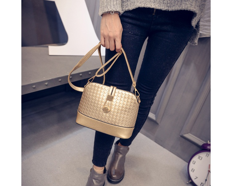 B016 IDR.132.000 MATERIAL PU SIZE L23XH19XW9CM WEIGHT 400GR COLOR GOLD