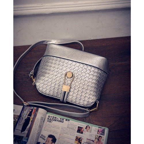 B016 IDR.132.000 MATERIAL PU SIZE L23XH19XW9CM WEIGHT 400GR COLOR SILVER