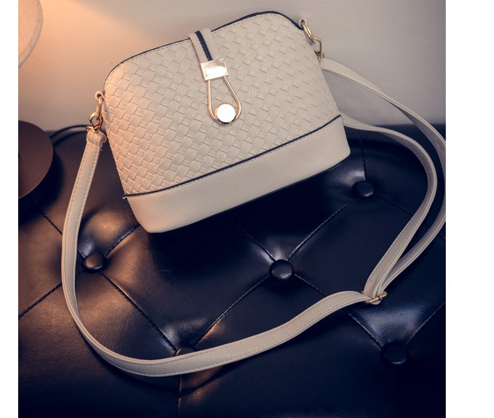 B016 IDR.132.000 MATERIAL PU SIZE L23XH19XW9CM WEIGHT 400GR COLOR WHITE