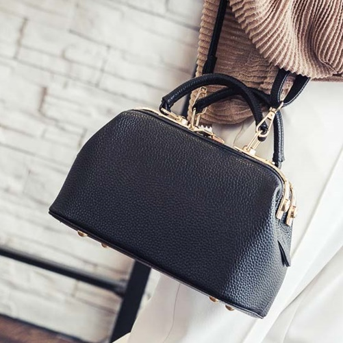 B0515 IDR.180.000 MATERIAL PU SIZE L26XH16XW14CM WEIGHT 700GR COLOR BLACK