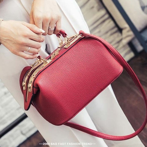 B0515 IDR.180.000 MATERIAL PU SIZE L26XH16XW14CM WEIGHT 700GR COLOR RED