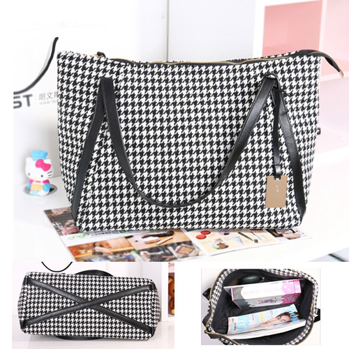 B055 IDR.165.000 MATERIAL CANVAS SIZE L46XH30XW18CM WEIGHT 600GR COLOR AS PHOTO