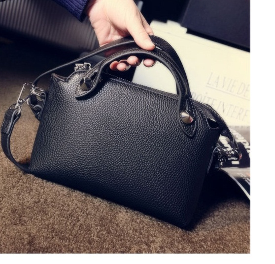 B082 IDR.145.000 TAS FASHION MATERIAL PU SIZE L24XH16XW8CM WEIGHT 450GR COLOR BLACK