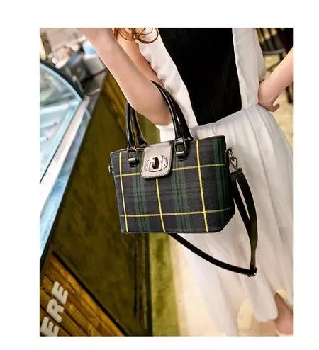 B089 IDR.197.000 MATERIAL CANVAS SIZE L20X26XW14CM WEIGHT 780GR COLOR GREEN.jpg