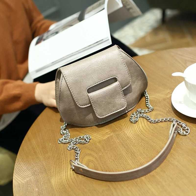 B1002 IDR.139.000 MATERIAL PU SIZE L19XH14XW9CM WEIGHT 400GR COLOR GRAY