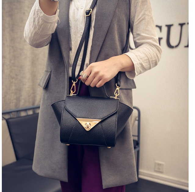 B1004 IDR.163.000 MATERIAL PU SIZE L17XH15XW10CM WEIGHT 500GR COLOR BLACK