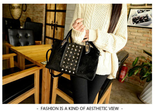 B1005 IDR.190.000 MATERIAL PU+FLUSH SIZE L30XH19XW10CM WEIGHT 700GR COLOR BLACK.jpg