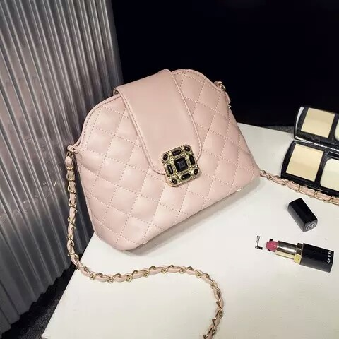 B1027 IDR.160.000 MATERIAL PU SIZE L21XH16XW11CM WEIGHT COLOR PINK
