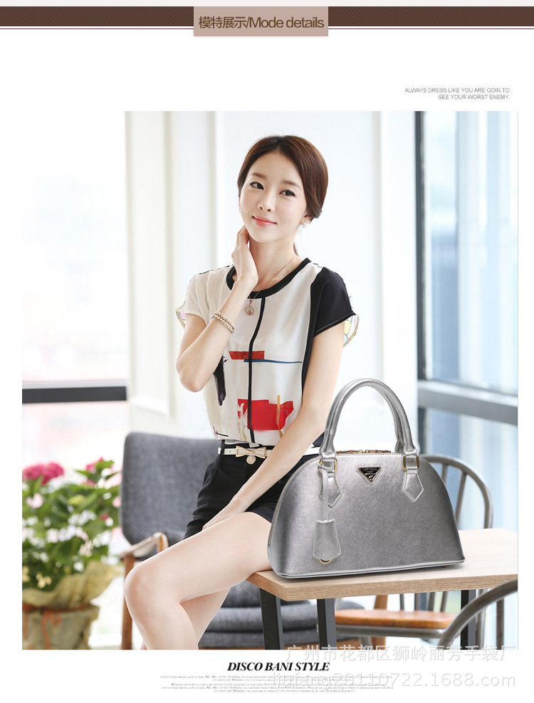 B1031 IDR.210.000 MATERIAL PU SIZE L33XH20XW13CM WEIGHT 700GR COLOR SILVER