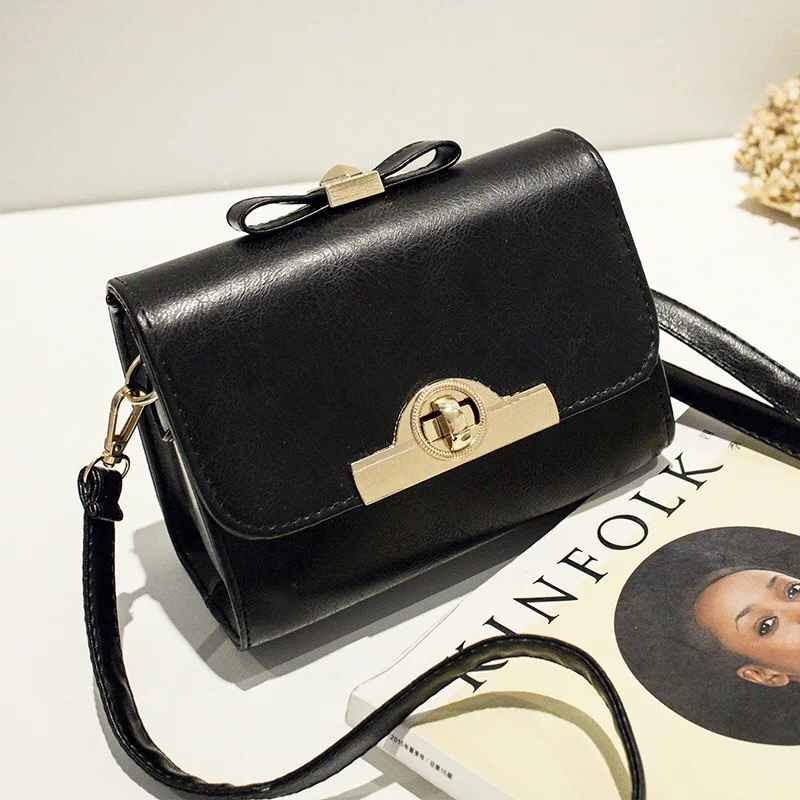 B1043 IDR.148.000 MATERIAL PU SIZE L18XH15XW9CM WEIGHT 600GR COLOR BLACK