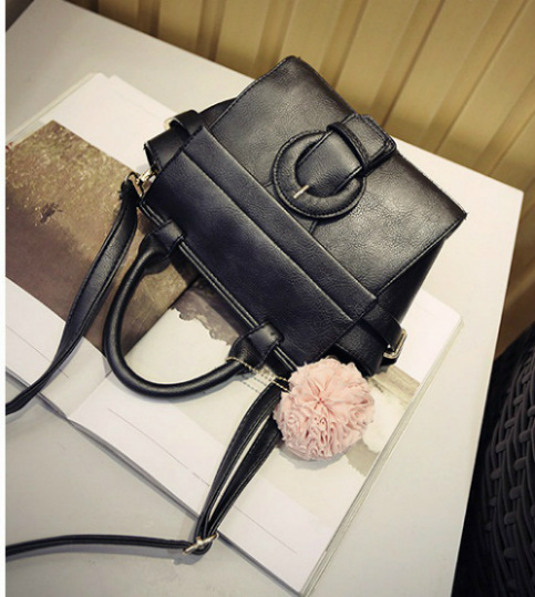 B1055 IDR.170.000 MATERIAL PU SIZE L20XH20XW12CM WEIGHT 700GR COLOR BLACK