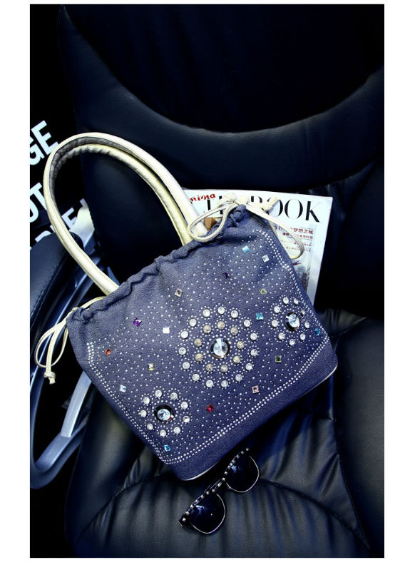 B1056 IDR.18O.OOO MATERIAL CANVAS SIZE L30XH25XW15CM WEIGHT 700GR COLOR SILVER.jpg