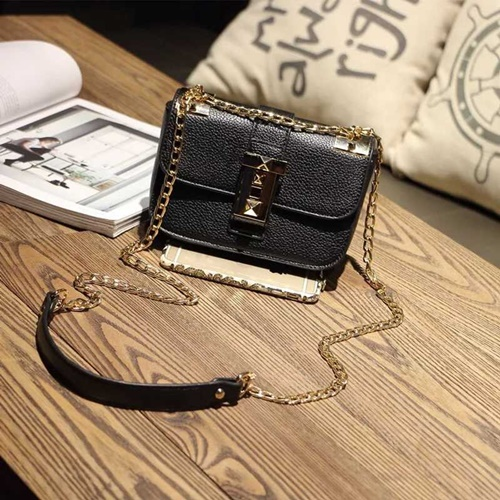 B1071 IDR.162.000 MATERIAL PU SIZE L22XH16XW12CM WEIGHT 550GR COLOR BLACK