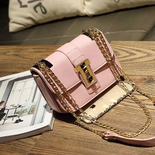 B1071 IDR.162.000 MATERIAL PU SIZE L22XH16XW12CM WEIGHT 550GR COLOR PINK