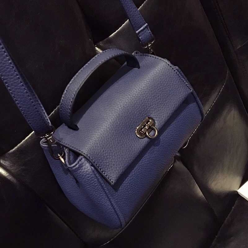 B10730 IDR.149.000 MATERIAL PU SIZE L19XH14XW7CM WEIGHT 450GR COLOR BLUE