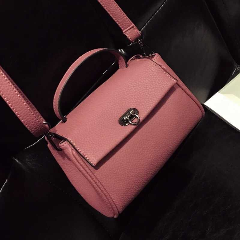 B10730 IDR.149.000 MATERIAL PU SIZE L19XH14XW7CM WEIGHT 450GR COLOR PINK