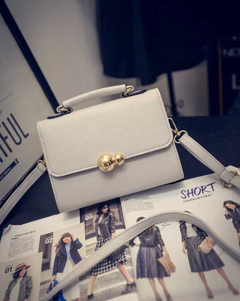 B10850 IDR.145.000 MATERIAL PU SIZE L20XH15XW9CM WEIGHT 550GR COLOR GRAY