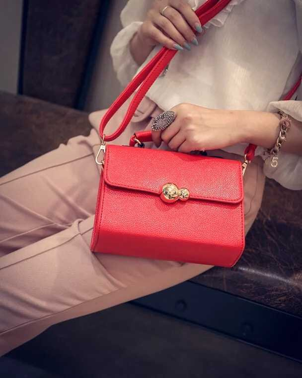 B10850 IDR.145.000 MATERIAL PU SIZE L20XH15XW9CM WEIGHT 550GR COLOR RED