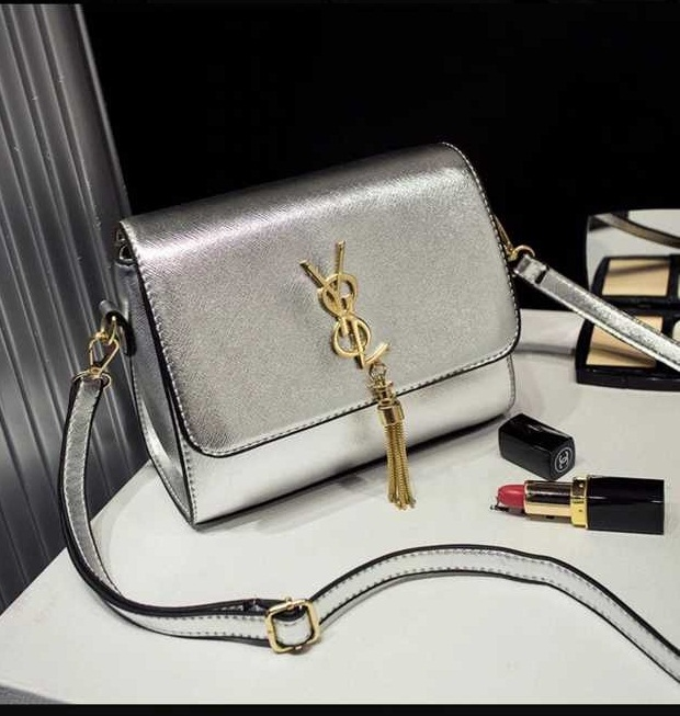 B1088 IDR.172.000 MATERIAL PU SIZE L30XH20XW13CM WEIGHT 450GR COLOR SILVER