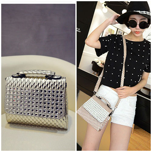 B1109 IDR.178.000 MATERIAL PU SIZE L16-18XH15XW7CM WEIGHT 550GR COLOR GOLD
