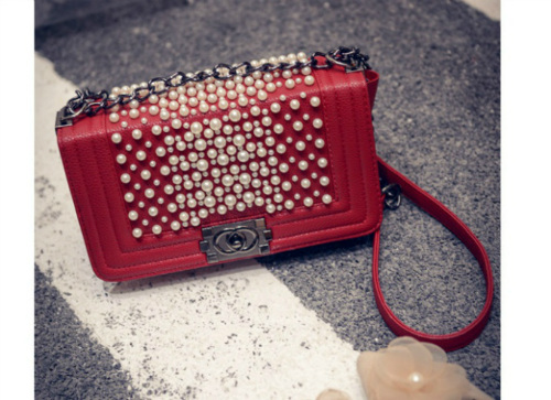 B1118 IDR.190.000 MATERIAL PU SIZE L25XH14XW7CM WEIGHT 600GR COLOR RED