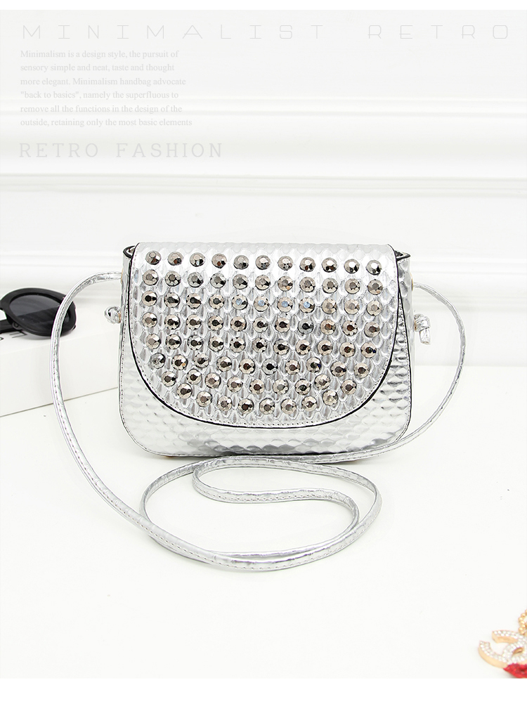 B1144 IDR.162.000 MATERIAL PU SIZE L20XH16XW6CM WEIGHT 550GR COLOR SILVER