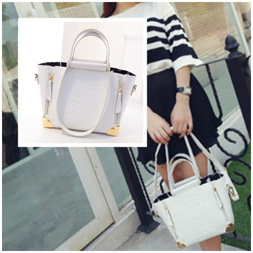 B1162 IDR.195.000 MATERIAL PU SIZE 22-26XH18XW10CM WEIGHT 850GR COLOR WHITE