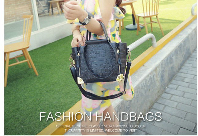 B1162 IDR.225.000 MATERIAL PU SIZE 22-26XH18XW10CM WEIGHT 850GR COLOR BLACK