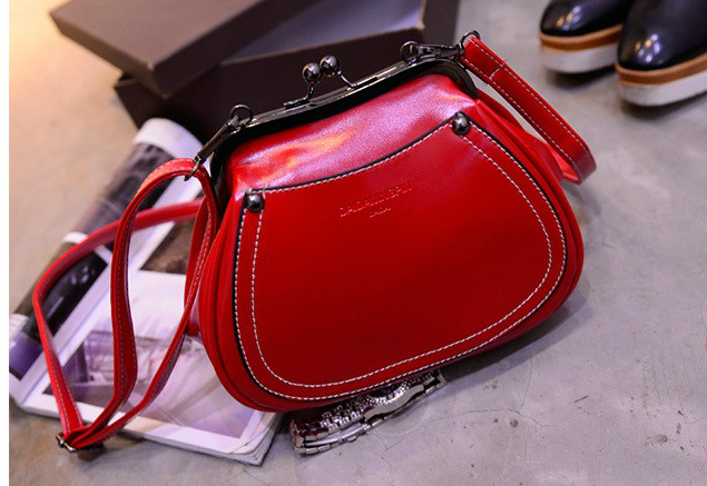 B1164 IDR.165.000 MATERIAL PU SIZE L21-16CMXH17XW10CM WEIGHT 550GR COLOR RED