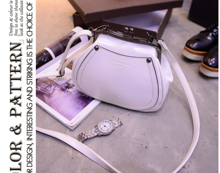 B1164 IDR.165.000 MATERIAL PU SIZE L21-16CMXH17XW10CM WEIGHT 550GR COLOR WHITE
