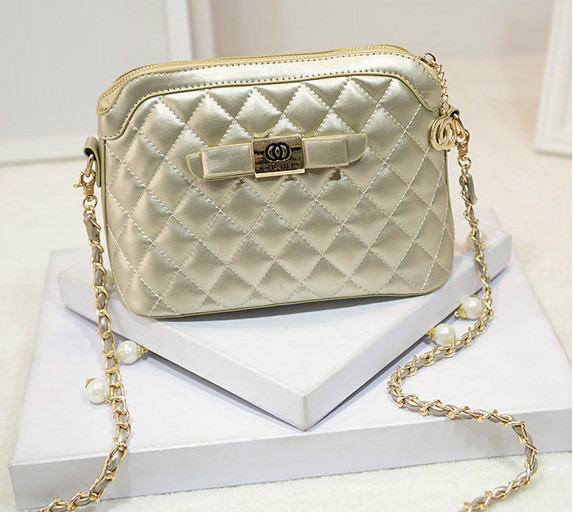B1190 IDR.184.000 MATERIAL PU SIZE L24XH17XW11CM WEIGHT 550GR COLOR GOLD