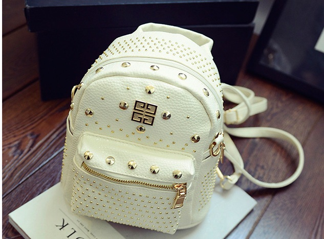 B1206 IDR.178.000 MATERIAL PU SIZE L21XH30XW10CM WEIGHT 600GR COLOR WHITE