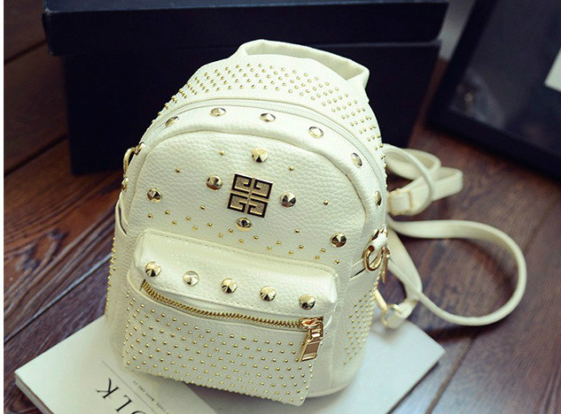B1206 IDR.182.000 MATERIAL PU SIZE L21XH30XW10CM WEIGHT 600GR COLOR WHITE