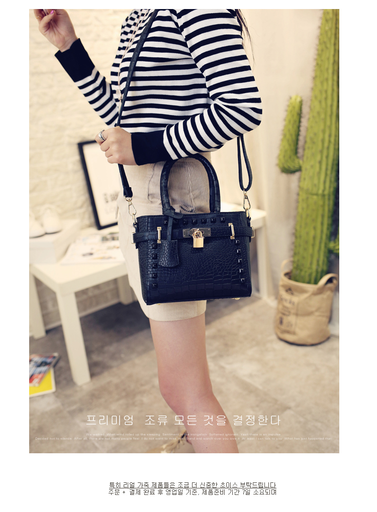 B1212 IDR.169.000 MATERIAL PU SIZE L20XH17XW9CM WEIGHT 600GR COLOR BLACK