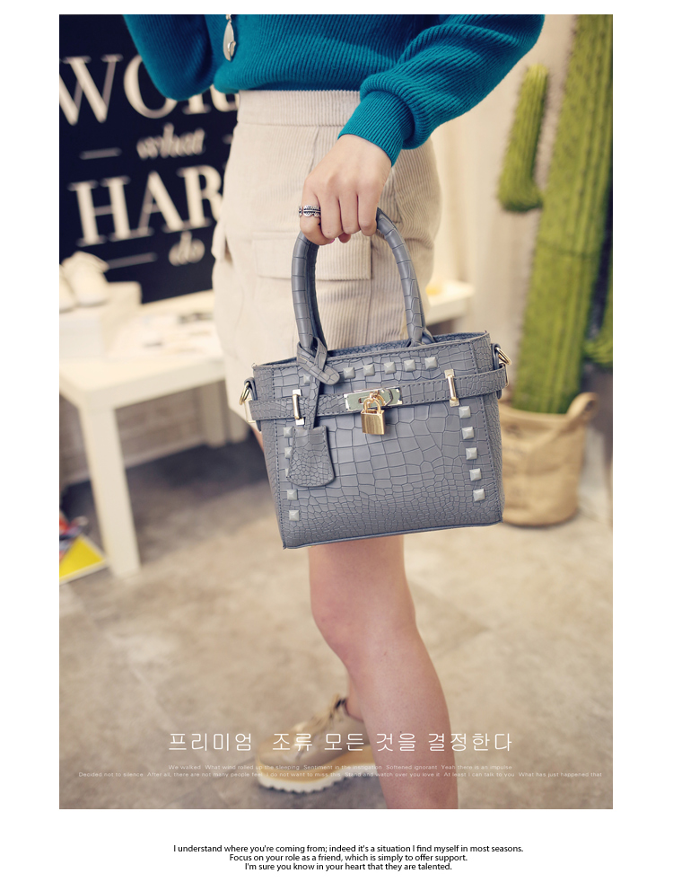 B1212 IDR.169.000 TAS FASHION MATERIAL PU SIZE L20XH17XW9CM WEIGHT 600GR COLOR GRAY