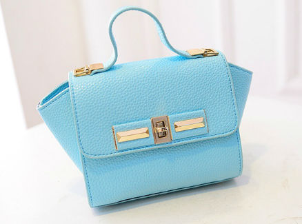 B1229 IDR.150.000 MATERIAL PU SIZE L26XH14XW10CM WEIGHT 600GR COLOR BLUE