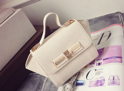 B1229 IDR.150.000 MATERIAL PU SIZE L26XH14XW10CM WEIGHT 600GR COLOR WHITE
