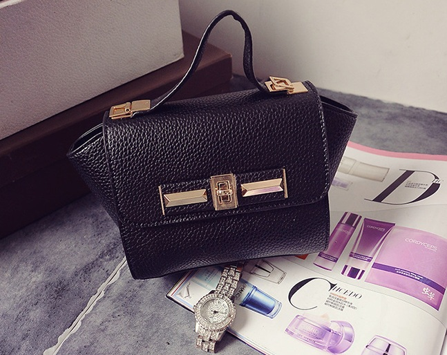 B1229 IDR.150.000 TAS FASHION MATERIAL PU SIZE L26XH14XW10CM WEIGHT 600GR COLOR BLACK