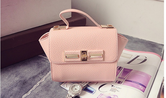 B1229 IDR.175.000 MATERIAL PU SIZE L26XH14XW10CM WEIGHT 600GR COLOR PINK