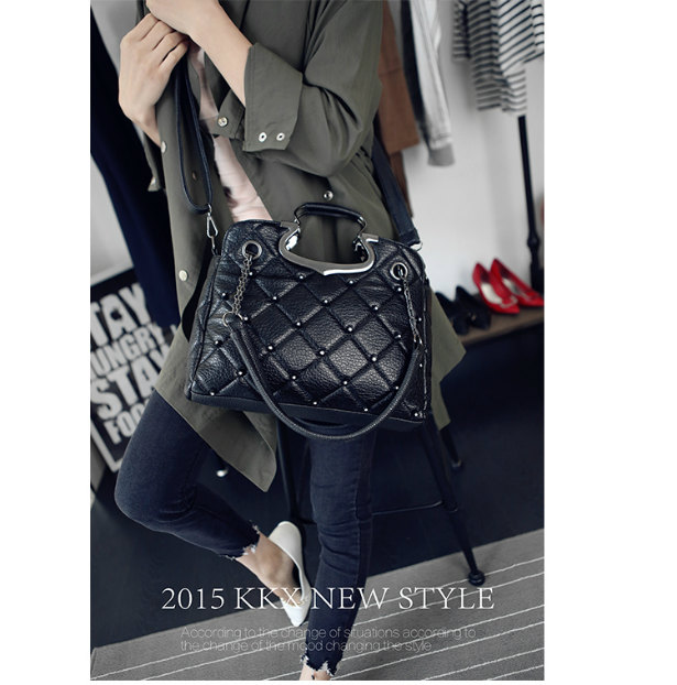 B1377 IDR.189.000 MATERIAL PU SIZE L33XH25XW11CM WEIGHT 850GR COLOR BLACK
