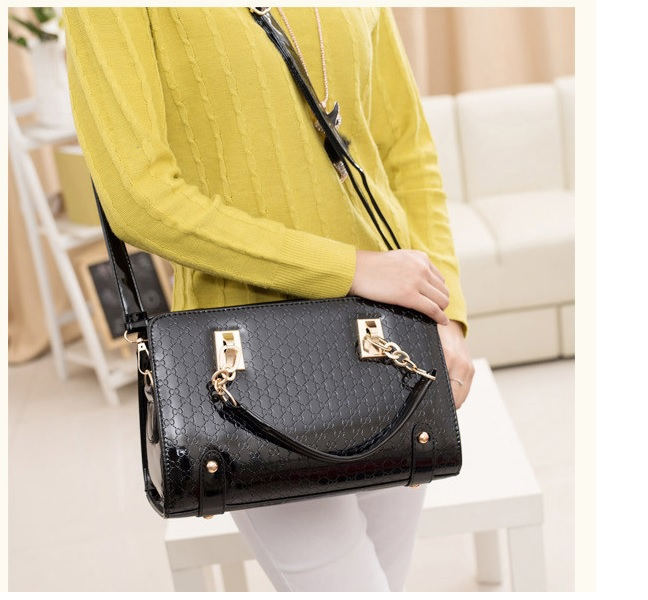 vB1401 IDR.188.000 MATERIAL PU SIZE L30XH20XW12CM WEIGHT 800GR COLOR BLACK