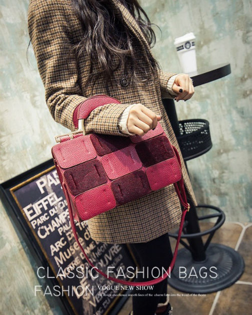 B1415 IDR.203.000 MATERIAL PU SIZE L26-22XH22XW10CM WEIGHT 900GR COLOR RED
