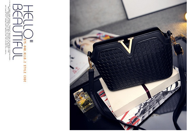 B1521 IDR.151.000 MATERIAL PU SIZE L23XH17XW9CM WEIGHT 600GR COLOR BLACK