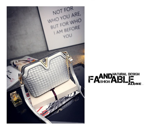 B1521 IDR.151.000 MATERIAL PU SIZE L23XH17XW9CM WEIGHT 600GR COLOR SILVER