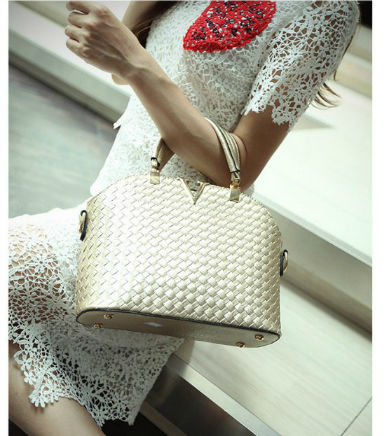 B1535 IDR.169.000 MATERIAL PU SIZE L30XH20XW11CM WEIGHT 700GR COLOR GOLD