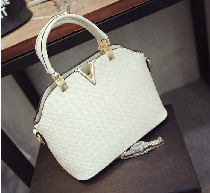 B1535 IDR.172.000 MATERIAL PU SIZE L30XH20XW11CM WEIGHT 700GR COLOR WHITE