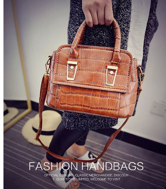 B1571 IDR.186.000 MATERIAL PU SIZE L25XH16XW13CM WEIGHT 700GR COLOR BROWN.jpg