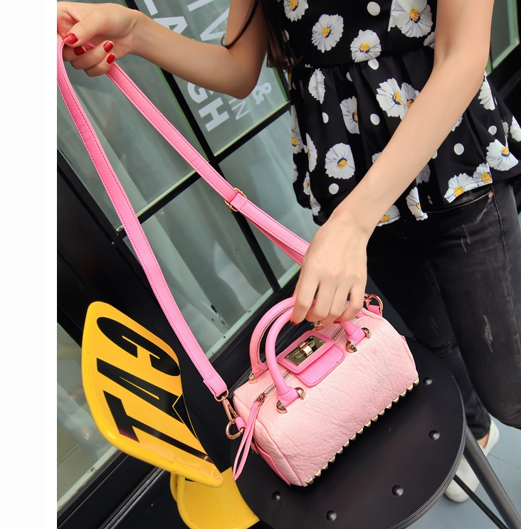 B1616 IDR.192.000 MATERIAL PU SIZE L21XH12XW12CM WEIGHT 600GR COLOR PINK.jpg