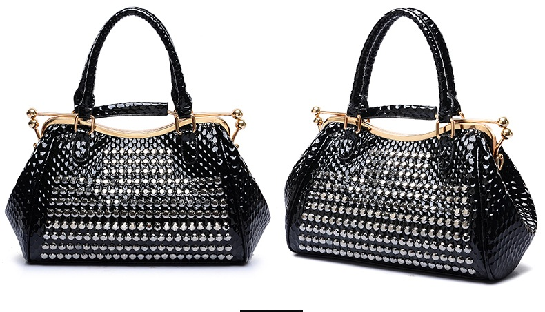 B1625 IDR.255.000 MATERIAL PU SIZE L31XH21XW12CM WEIGHT 1200GR COLOR BLACK